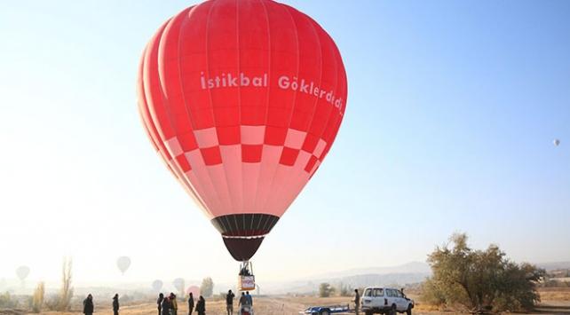 Bakan Varank ilk yerli üretim sıcak hava balonu ile uçtu