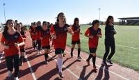 Yeteneği keşfedilen Diyarbakırlı kızların futbol aşkı