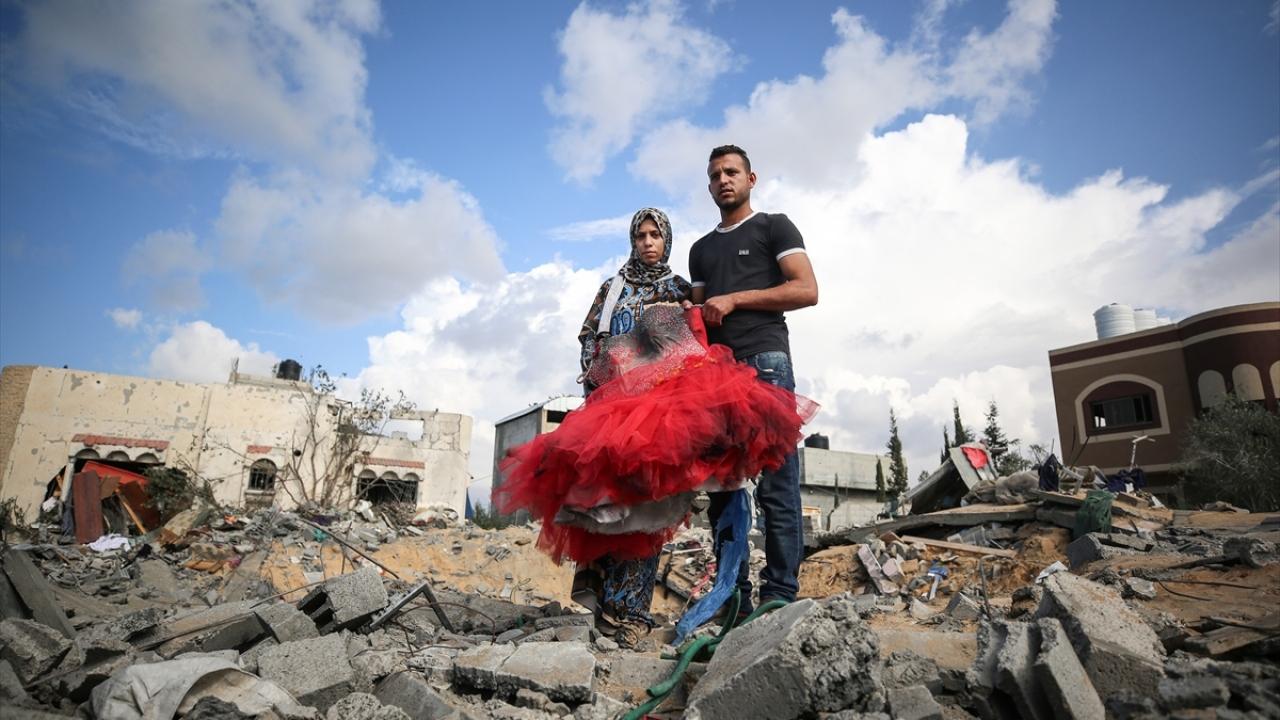 Gazzeli yeni evli çiftin hem evleri hem hayalleri yıkıldı