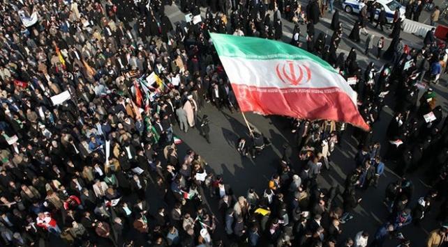 İranın Kerec ve Şiraz kentlerinde 180 gösterici gözaltına alındı