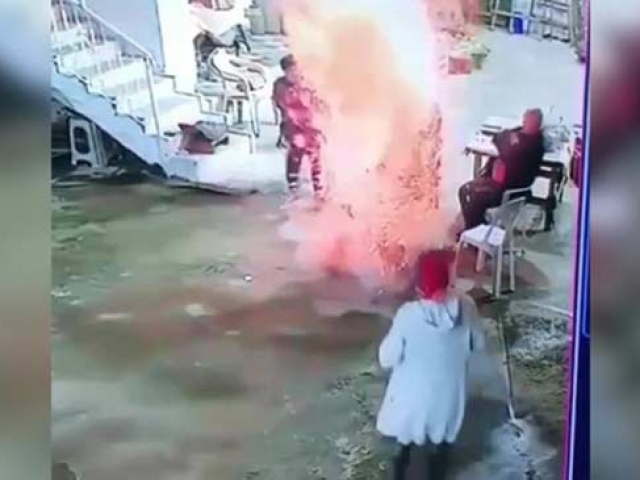 Ateşe atılan konserve bomba gibi patladı