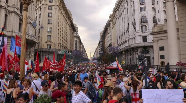 Arjantinde binlerce kişi Moralese destek gösterisi düzenledi