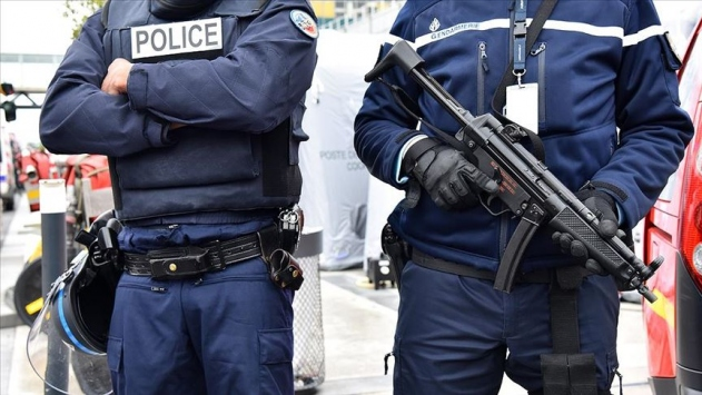 Fransada cami duvarına İslam karşıtı yazılar yazıldı