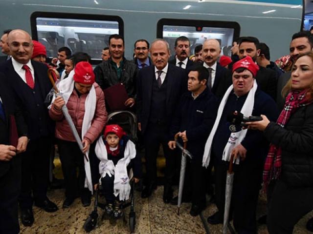 Bakan Turhan, 20 engelli çocuğu YHT ile Eskişehir'e uğurladı
