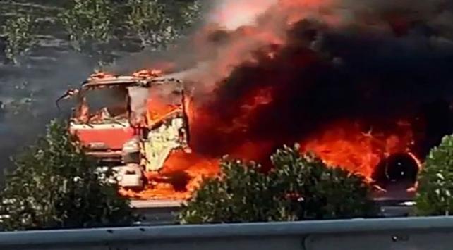 Otobanda seyir halindeki benzin tankeri yandı