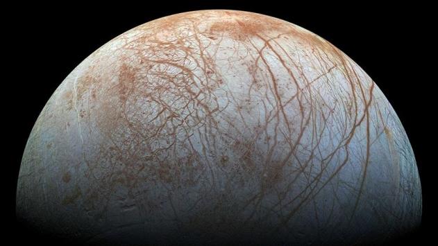 Jüpiterin uydusu Europada su buharı bulundu