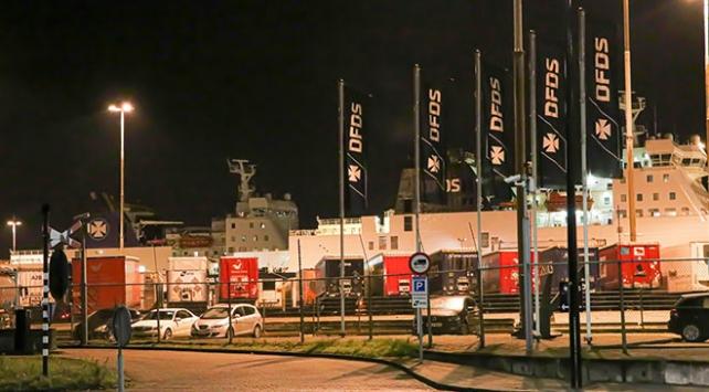 Hollandada bir geminin konteynerinde 25 kaçak göçmen yakalandı