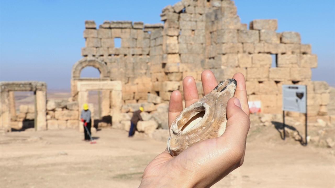 Roma dönemine ait 48 kandil ortaya çıkarıldı