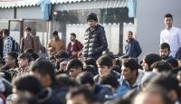 Düzensiz göçmenler, Yunanistan'ın kötü muamelesinden şikayetçi