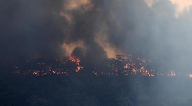 Avustralyadaki yangınlar nedeniyle 3 eyalette daha alarm verildi