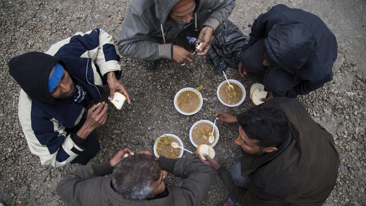 Bosna Hersekteki düzensiz göçmenlerin ağır koşullarda yaşam mücadelesi