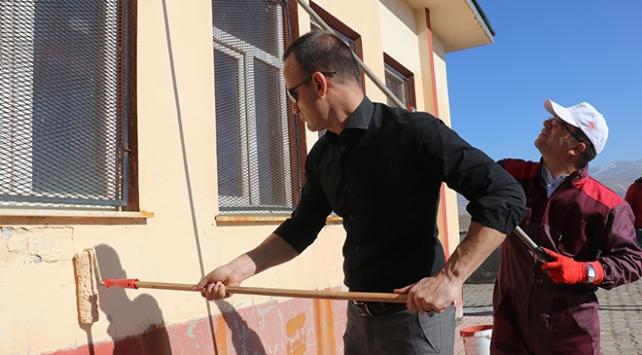 Gönüllü öğretmenler köy okullarını güzelleştiriyor