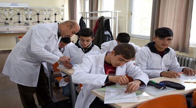 Meslek lisesi öğrencilerinden 10 ayda 1,8 milyon liralık ciro