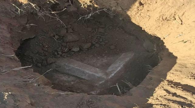 Aydında kaçak kazı yapılan alanda lahit kapağı bulundu