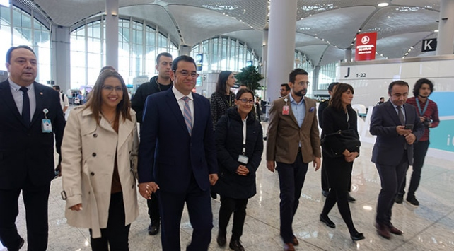 Guatemala Devlet Başkanı Moralesten İstanbul Havalimanına övgü