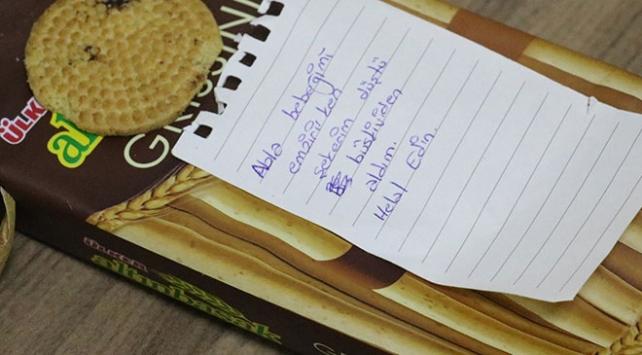 Şekeri düşünce ebelerin bisküvisini yedi, helallik istedi