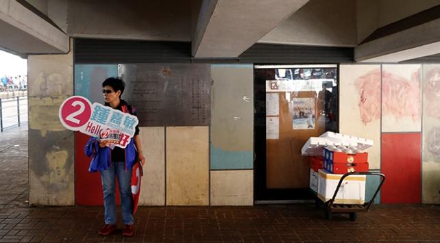 Hong Kong, protestoların gölgesinde yerel seçim için sandık başına gidiyor