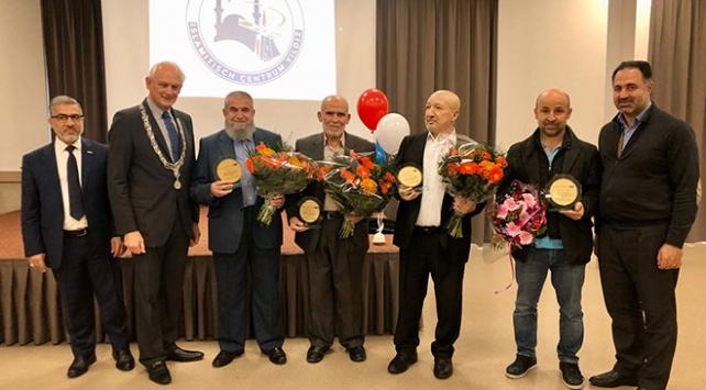 Hollandada 4 Türke kraliyet nişanı verildi