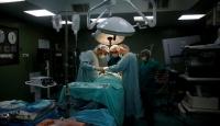 Hindistan'da hastanın 7,4 kilogramlık böbreği alındı