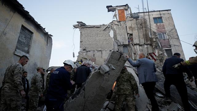 Arnavutluk'ta 6,2 büyüklüğünde deprem