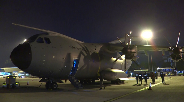 Türkiyenin yardım uçağı Arnavutlukta
