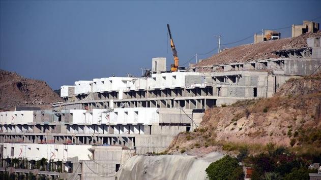 Bodrumdaki imara aykırı yapıların yıkımı sürüyor