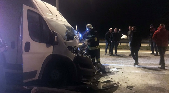 Edirnede tankere çarpan kamyonetin sürücüsü öldü