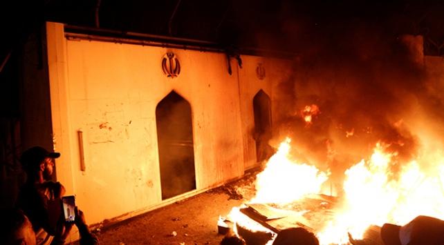 Irak, Necefte İran Başkonsolosluğu binasının ateşe verilmesini kınadı