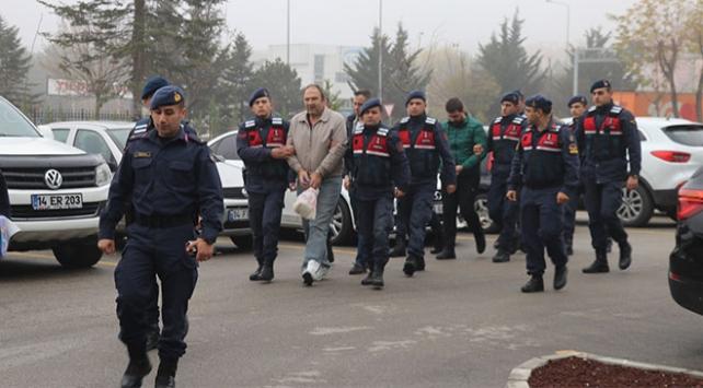 İstanbuldan Boluya kadar takip ettikleri araçtan 98 bin euro çaldılar