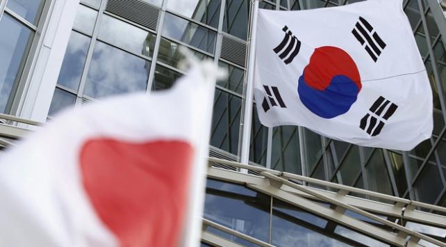 Güney Kore ve Japonya ticaret anlaşmazlığını çözmek için masaya oturdu