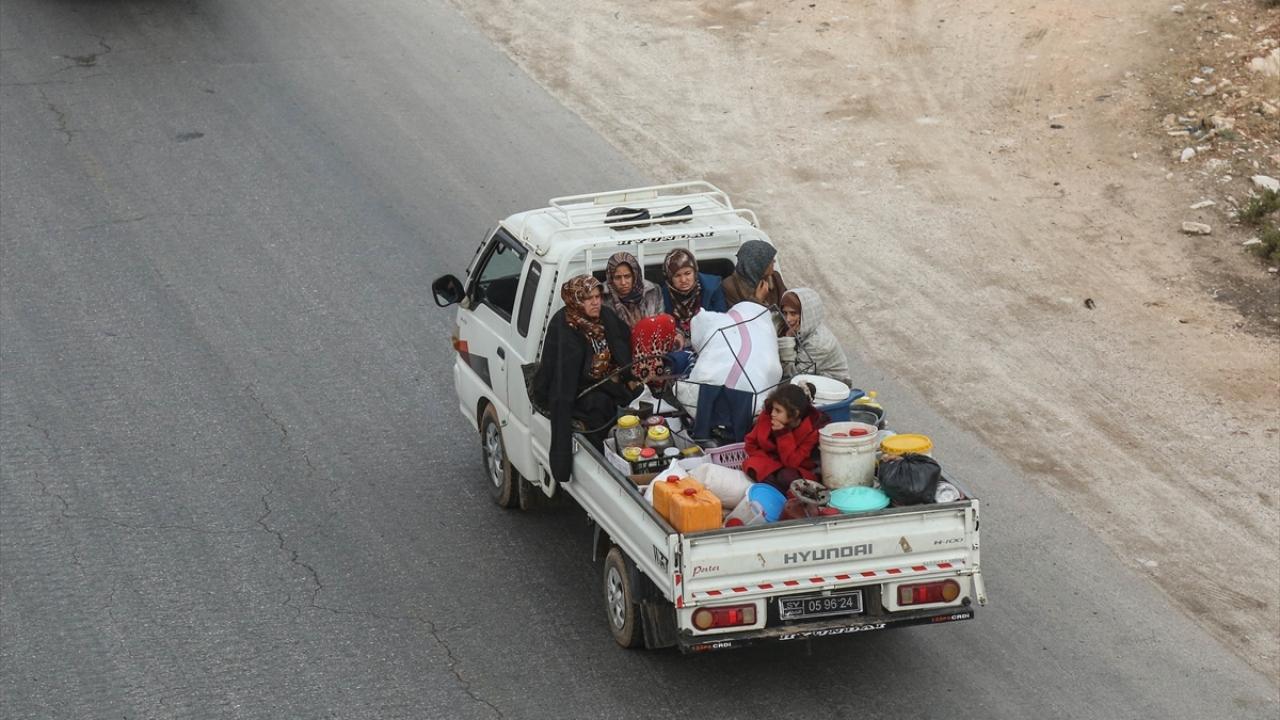 İdlibli aileler saldırılar nedeniyle göç ediyor