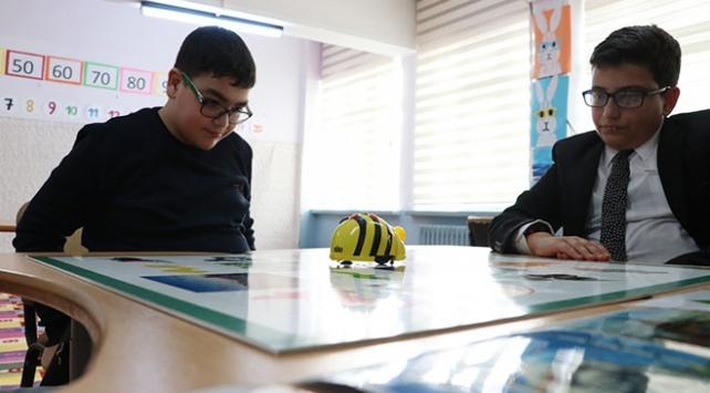 Öğrenciler engellerini robotik kodlama ile aşıyor