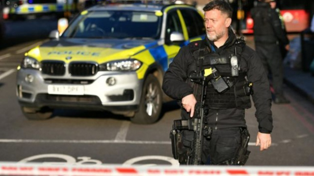Londra köprüsü silah seslerinin ardından kapatıldı