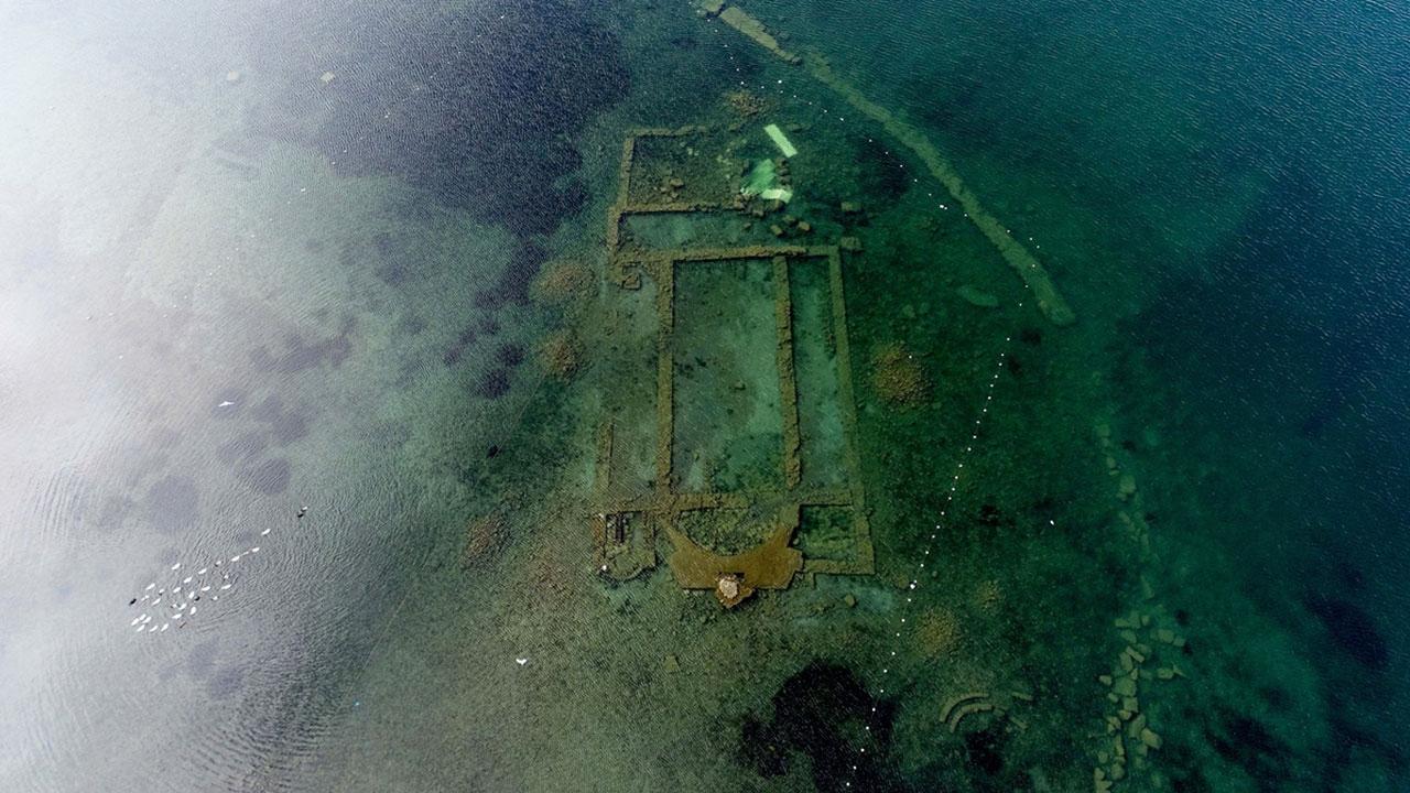 İznik Gölünde su seviyesinin azalması bazilikayı görünür hale getirdi