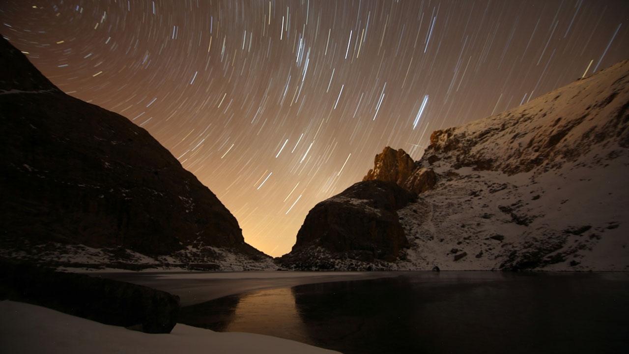 Bolkarda buzul göllerin gece ve kış güzelliği