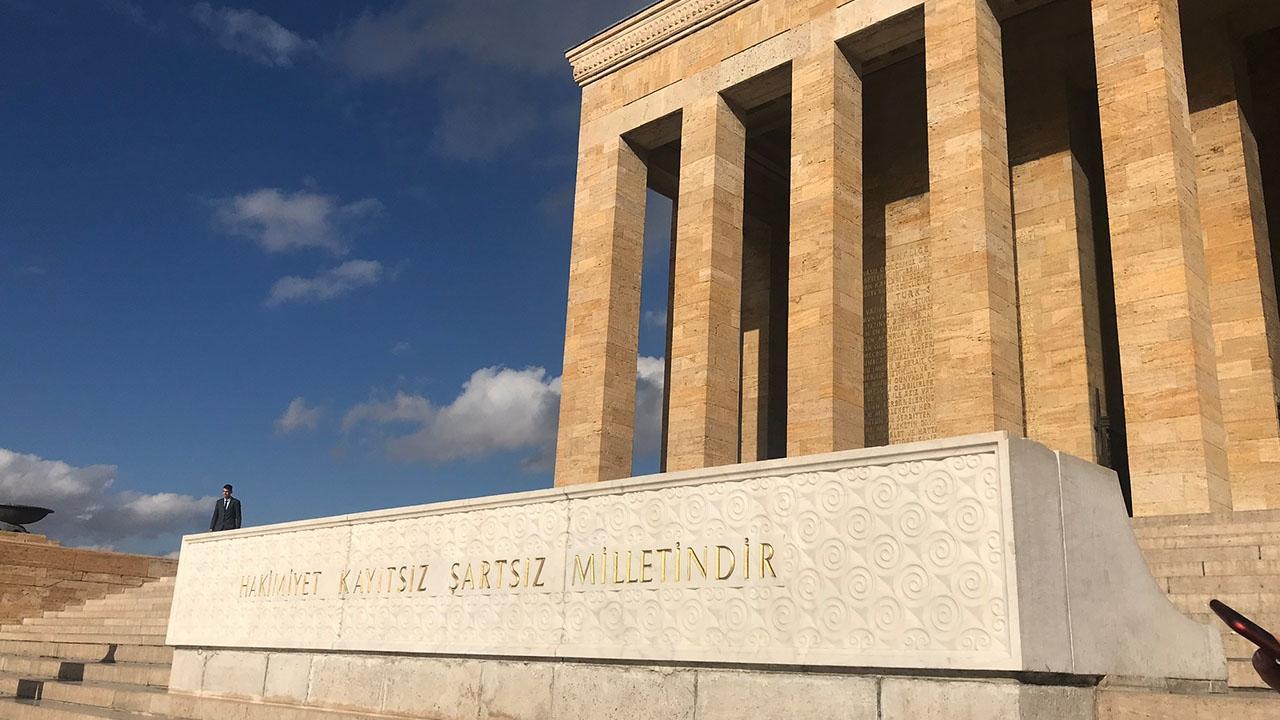 Anıtkabirde hafta sonu yoğunluğu