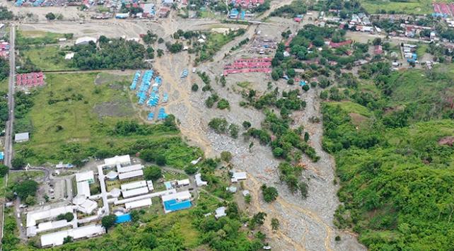 Endonezyada doğal afetler 11 ayda 462 can aldı