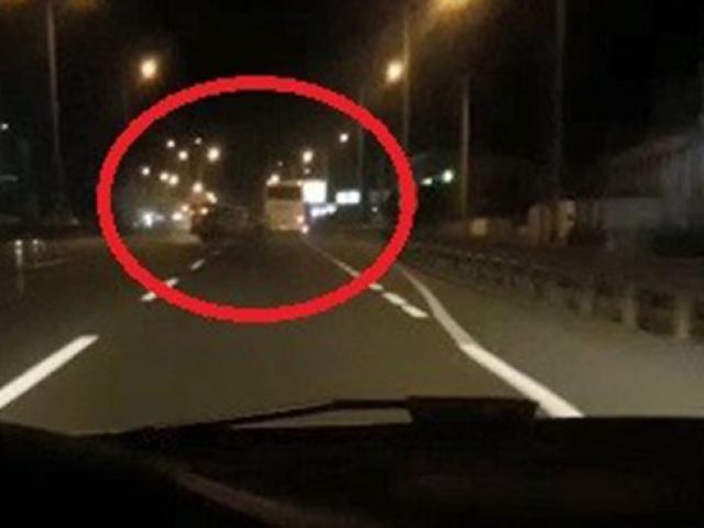 Yolda video çekerken, önündeki kazayı böyle görüntüledi