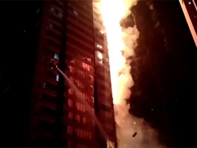Çinde 25 katlı apartmanda yangın