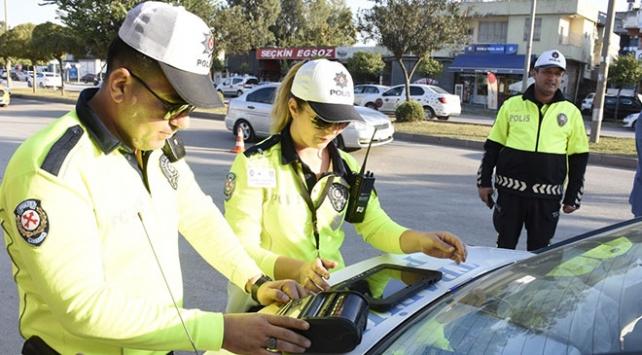 Adanada trafikte kural ihlali yapan sürücüler drone ile belirlendi