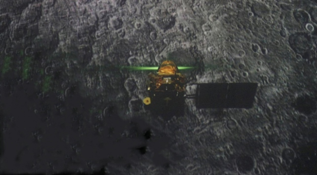 Hindistanın Ay yüzeyindeki kayıp modülü Vikramın enkazı bulundu