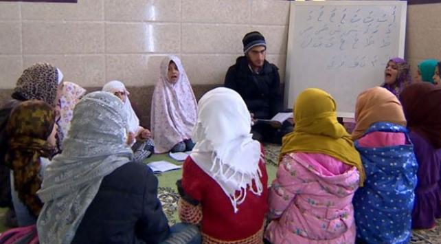 Tel Abyadda çocuklar camilerde Kuran-ı Kerim öğreniyor