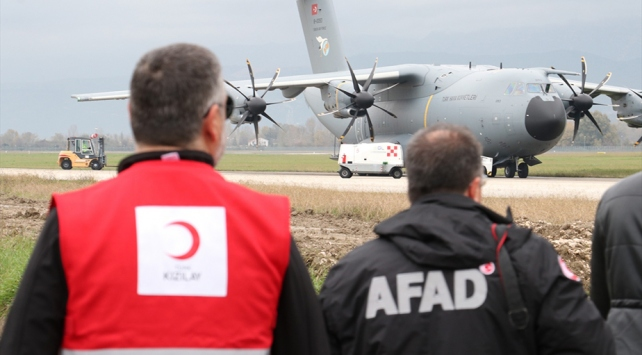Türkiyenin ikinci yardım uçağı Arnavutluka indi