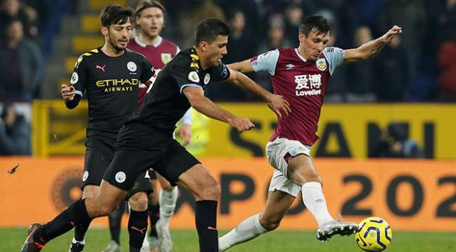 Manchester City, Burnley'yi 4 golle geçti