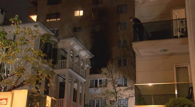 İstanbulda çıkan ev yangını kontrol altına alındı