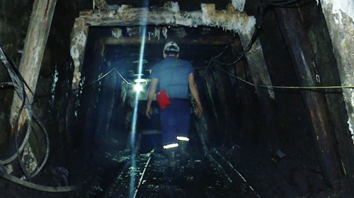 Yerin yüzlerce metre altında çalışıyorlar