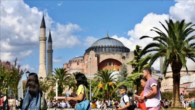 İstanbula 10 ayda 12 milyon 690 bin yabancı turist geldi