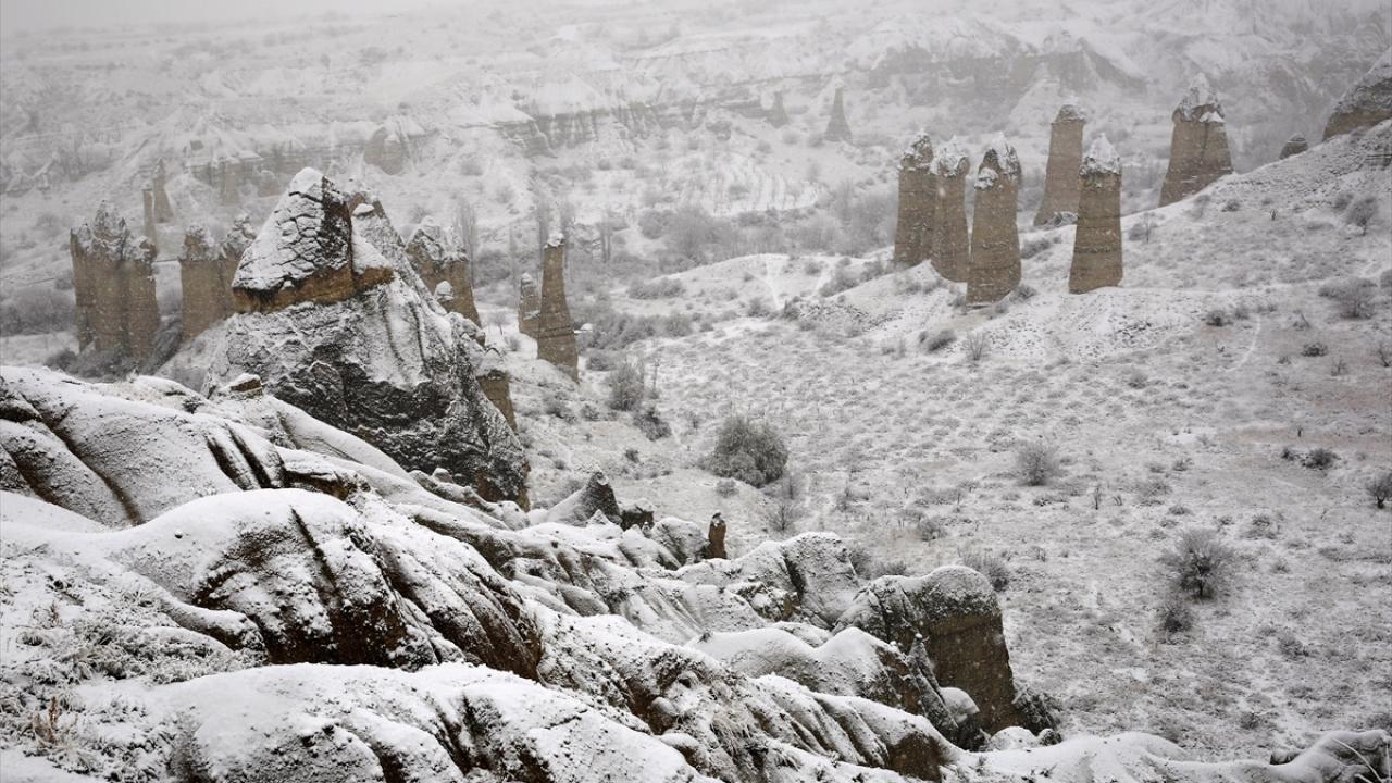 """Kapadokyada """"beyaz güzellik"""" ziyaretçileri büyüledi"""