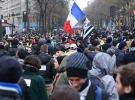 Fransa'da protestolar hayatı durma noktasına getirdi