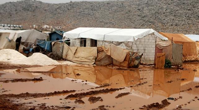 İdlibde şiddetli yağış sonucu kampları su bastı